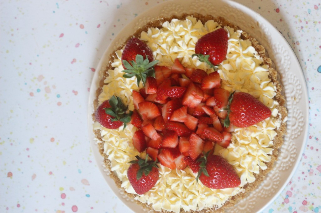 no bake strawberry and white chocolate tart from a spoonful of vanilla -- fancy comma blog