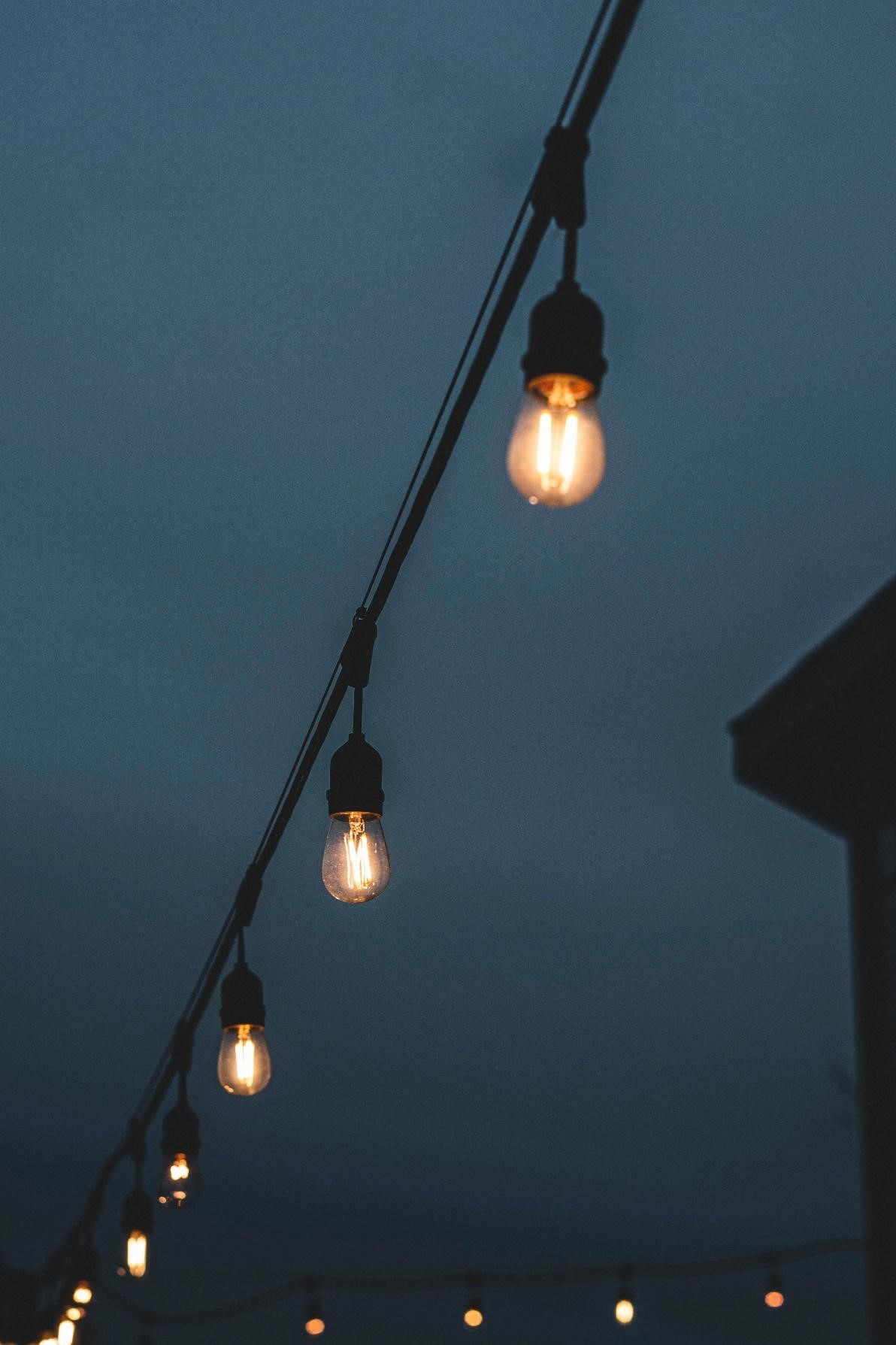 illustration of a string of lanterns