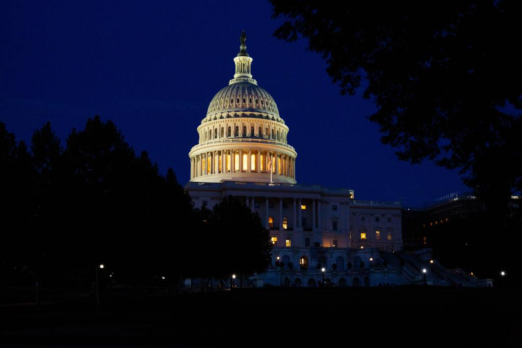 photo of the u.s. capitol building at night